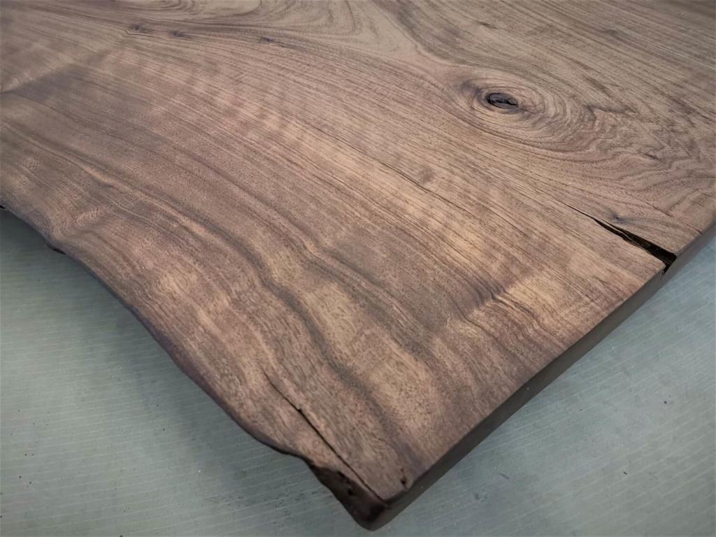 Nussbaum Tischplatte mit Baumkante