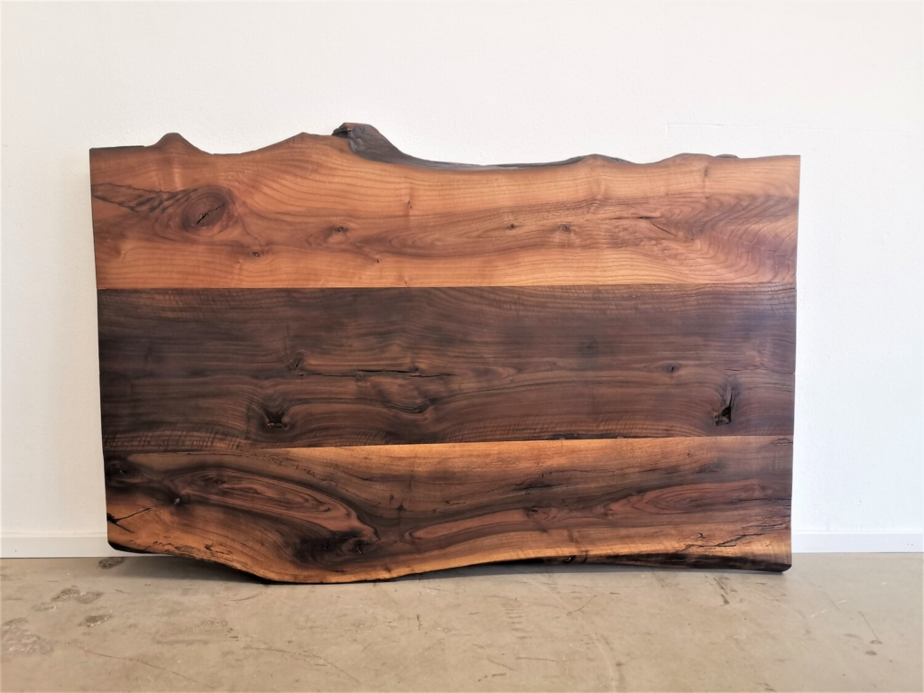massivholz-tischplatte-nussbaum-baumkante_mb-351 (8)