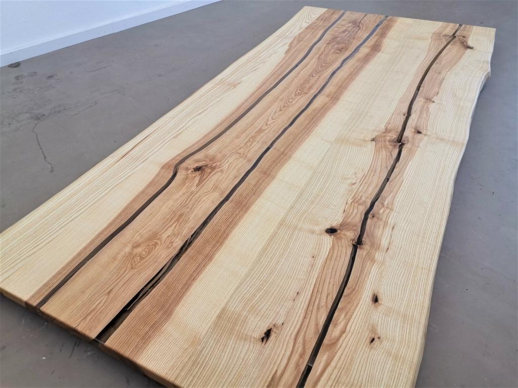 Esche Tischplatte mit Baumkante   Epoxi