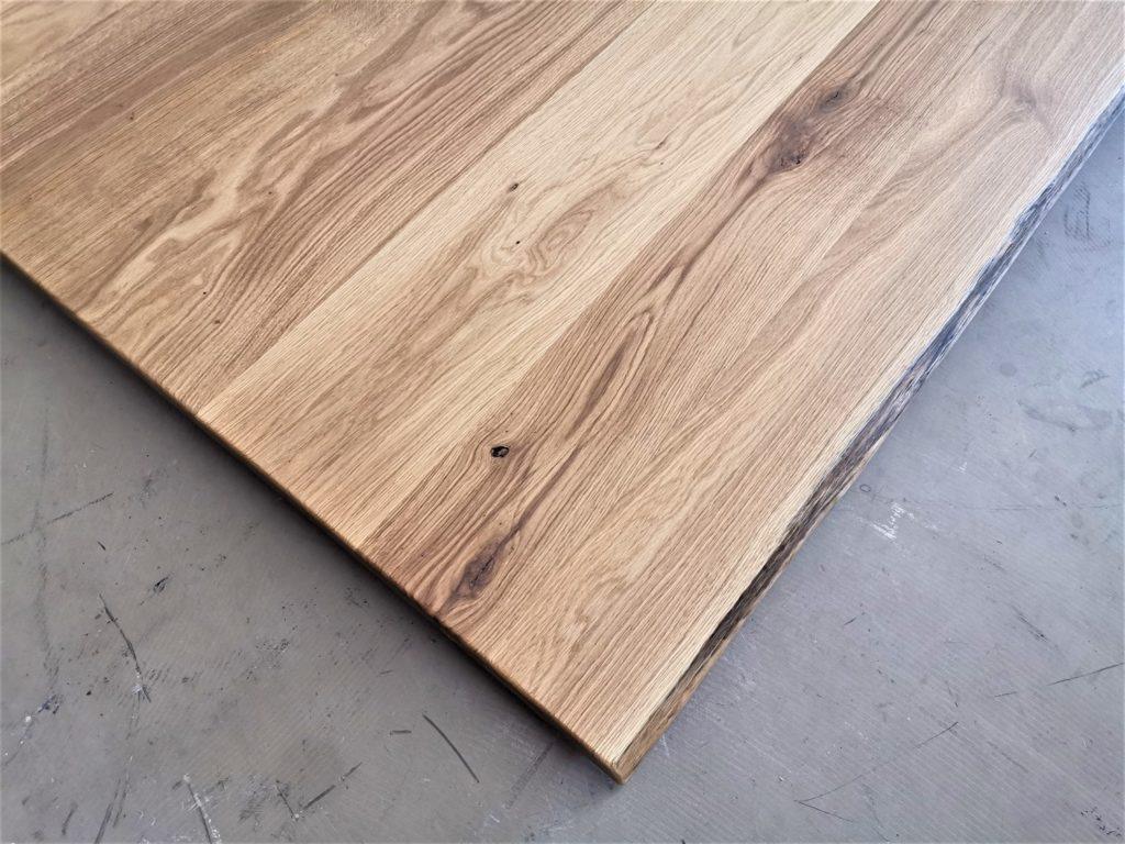 Eiche Tischplatte mit Baumkante