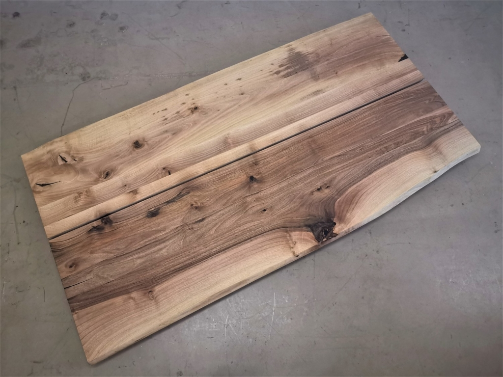 massivholz-tischplatte-baumkante-euro-nussbaum_mb-417 (7)