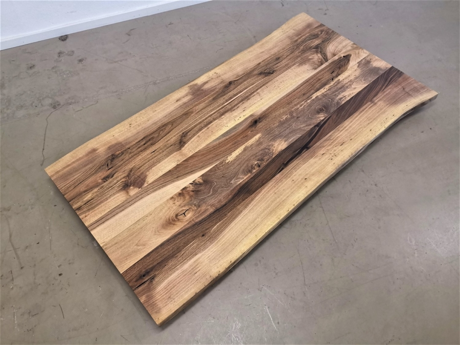 massivholz-tischplatte-nussbaum-baumkante_mb-414 (1)