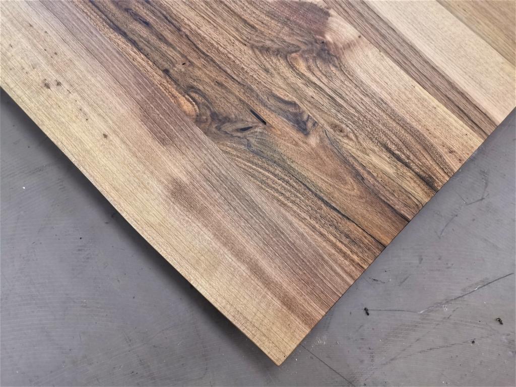 massivholz-tischplatte-nussbaum-baumkante_mb-414 (5)