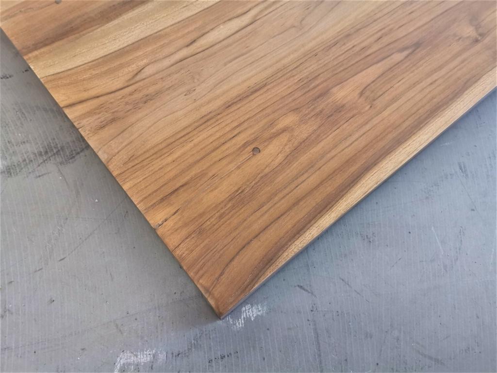 Teak Tischplatte mit Baumkante
