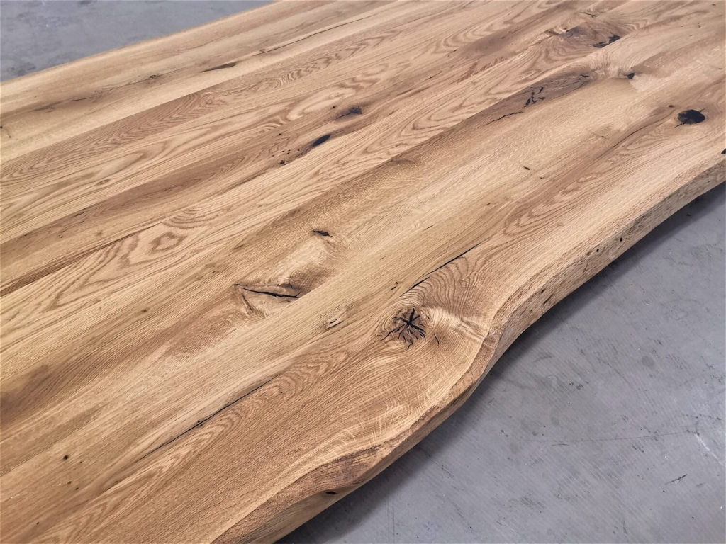 massivholz-tischplatte-baumkante-Asteiche_mb-482 (7)