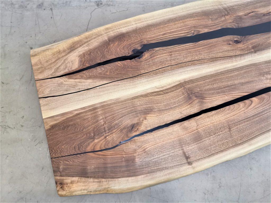 Nussbaum Tischplatte mit Baumkante | Epoxi