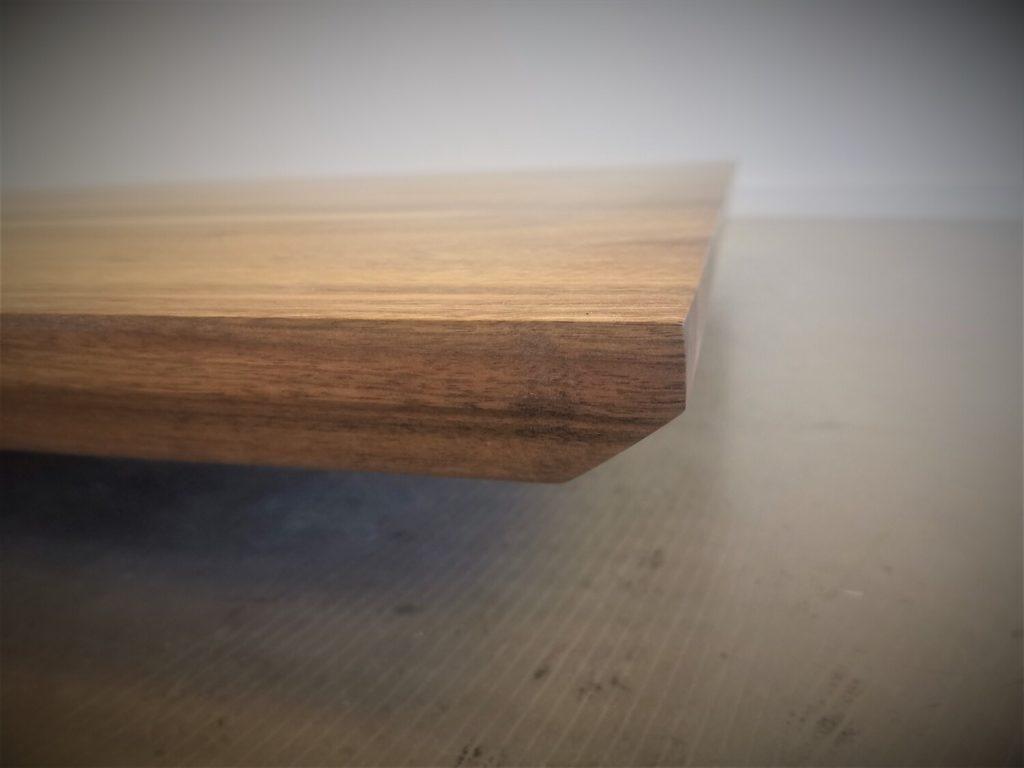 Nussbaum Tischplatte mit Schweizer Kante