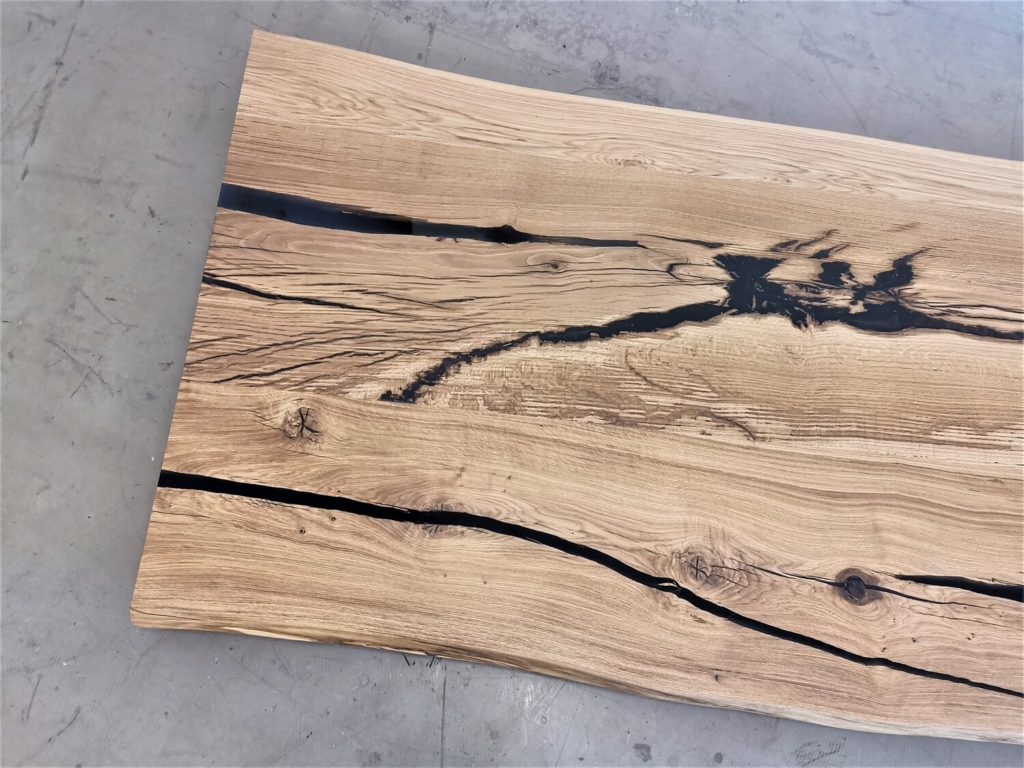 massivholz-tischplatte-baumkante-epoxid-grau-asteiche_mb-578 (5)