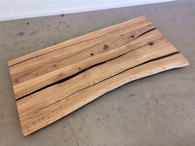 massivholz-tischplatte-baumkante-epoxid-hellgrau-asteiche (3)