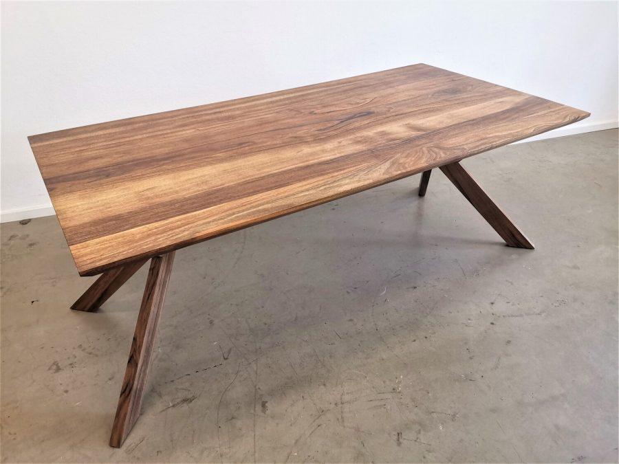 massivholz-tischgestell-roberto-europaeischer-nussbaum (9)