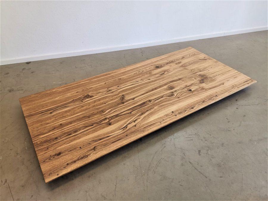 massivholz-tischplatte-schweizer kante-asteiche-knorrig_mb-708 (2)