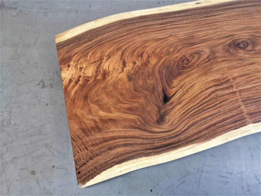 massivholz-tischplatte-am stueck-baumkante-akazie_mb-738 (4)